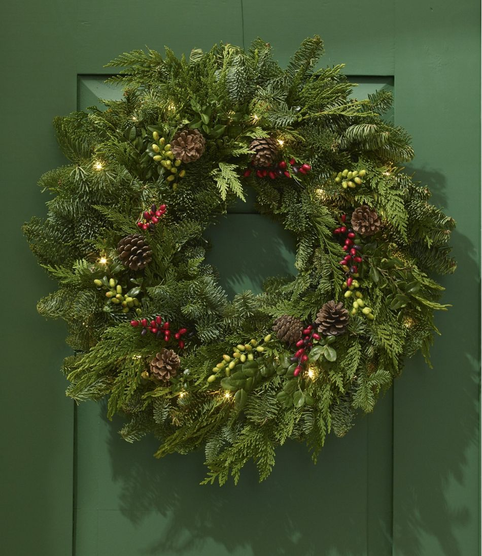 woodland berry wreath lighted 24