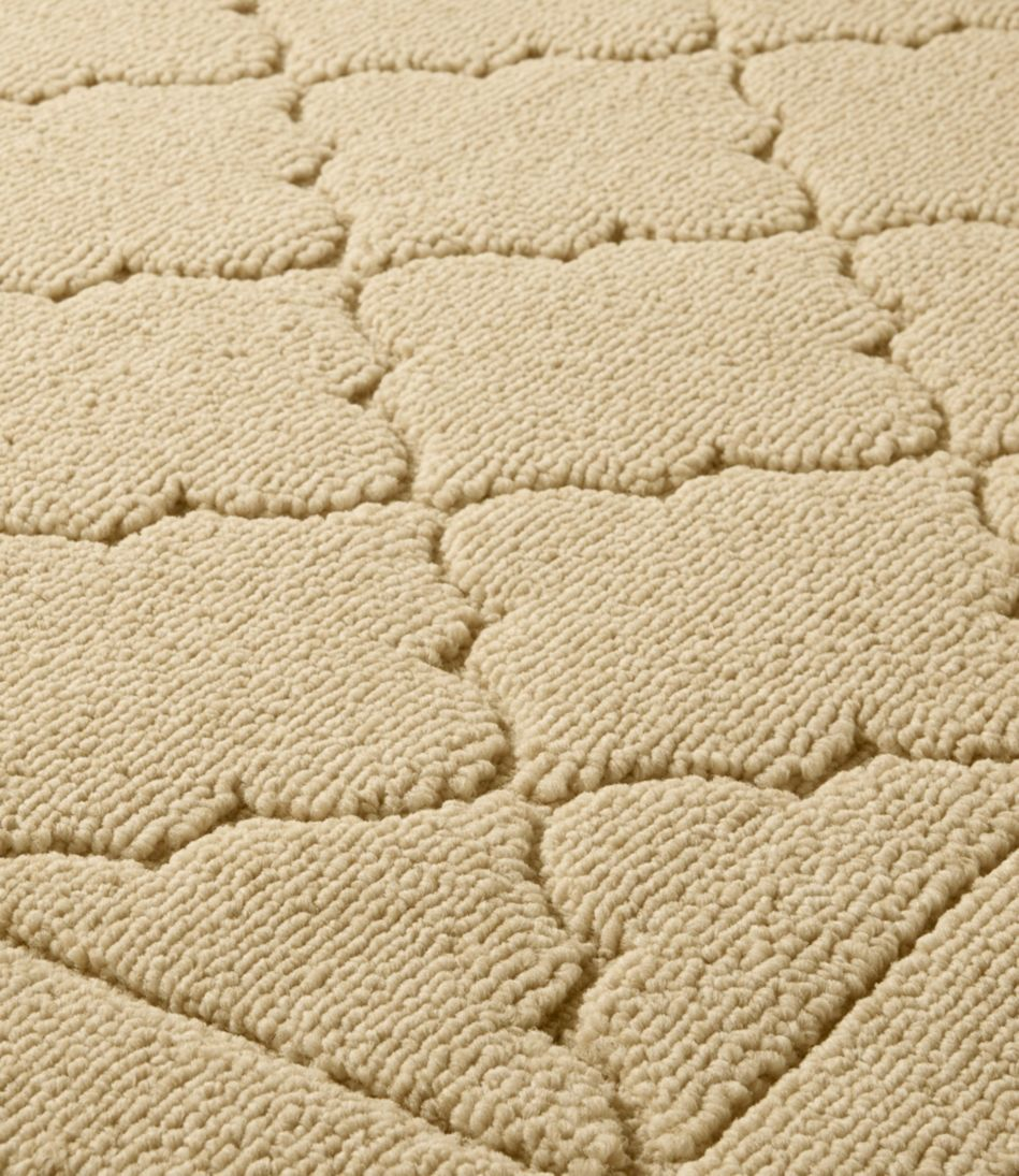 Easy-Care Lattice Rug
