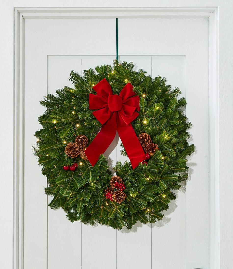Traditional Balsam Wreath, Lighted 24""